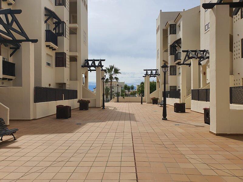 Apartamento increíble en magnífica urbanización., aluguéis de temporada em San Luis de Sabinillas