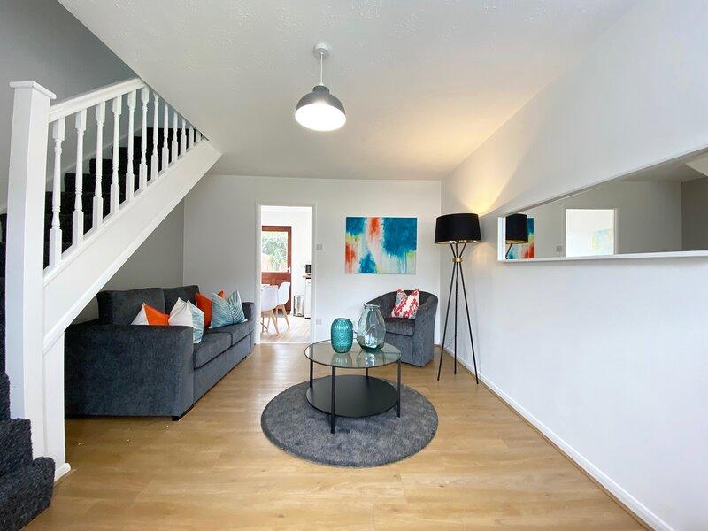 *NEW* 2 Bedroom House w/Netflix close to Chaddesden, aluguéis de temporada em Derby