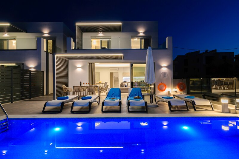 3-bedroom villa, luxury, private pool, sea view, ideal for family, vacation rental in Kounoupidiana