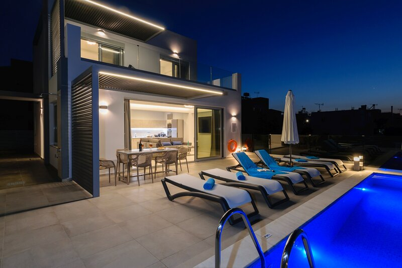 3-bedroom villa, private pool, ideal for family, luxury, sea view, vacation rental in Kounoupidiana
