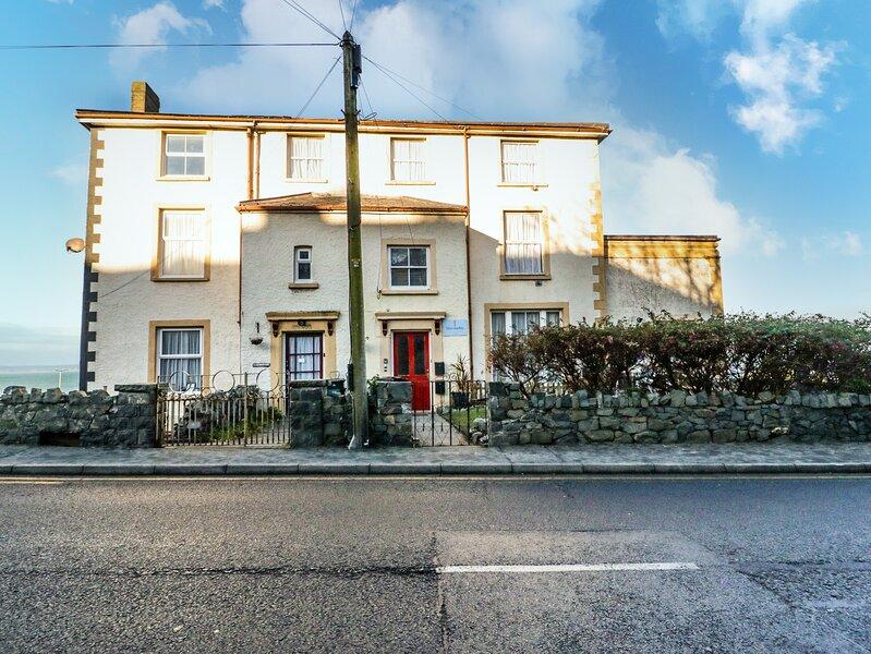 Llys Madoc, Basement Apartment, Penmaenmawr, holiday rental in Penmaenmawr