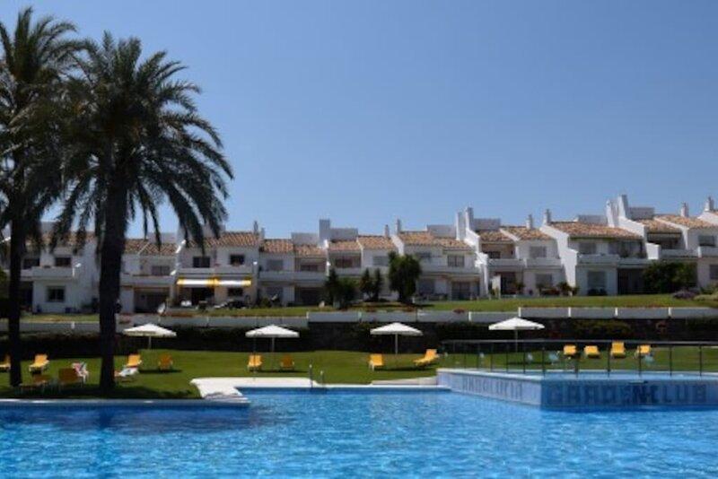 Family Ground Floor Apartment, Pool, Tennis – semesterbostad i Nueva Andalucia