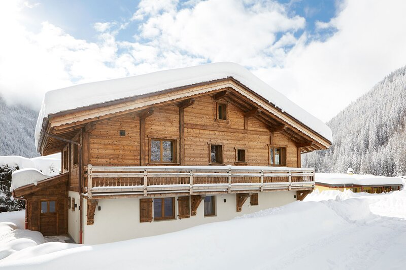 Marmotte Mountain Luxury 7 Bedroom Chalet with Breathtaking Views, casa vacanza a Vallorcine