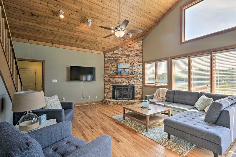 NEW! Waterfront Riverside Home with On-Site Dock!, holiday rental in Talladega