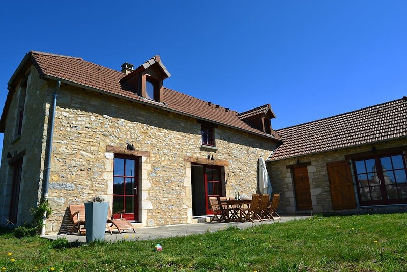 Spacious house in Martel, holiday rental in Montvalent