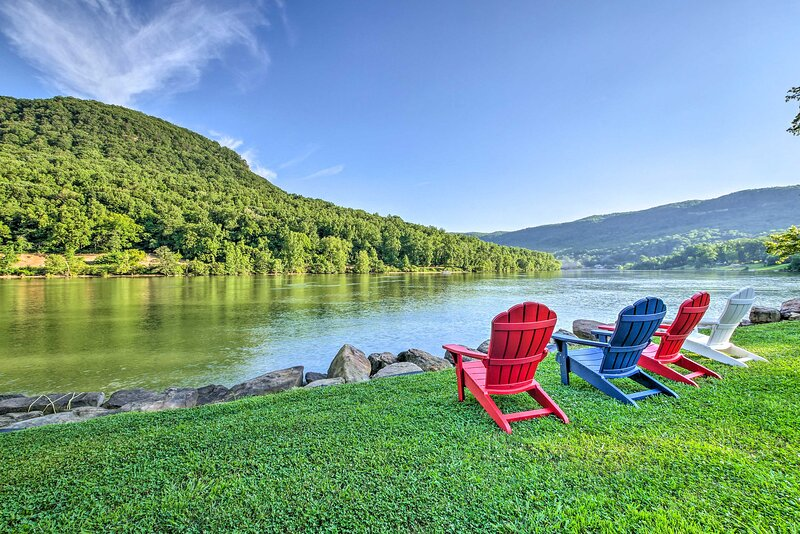 Cozy Cabin on Tenn River - 10 Mi to Chattanooga!, holiday rental in Signal Mountain