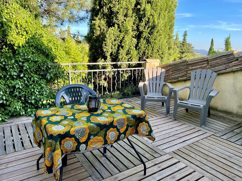 AIX CHAMBRE ET TERRASSE BALCON À LA CAMPAGNE -, holiday rental in Aix-en-Provence