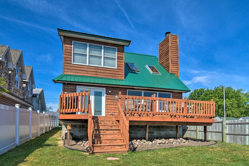 NEW! Authentic Cottage Retreat on Houghton Lake!, holiday rental in Houghton Lake Heights