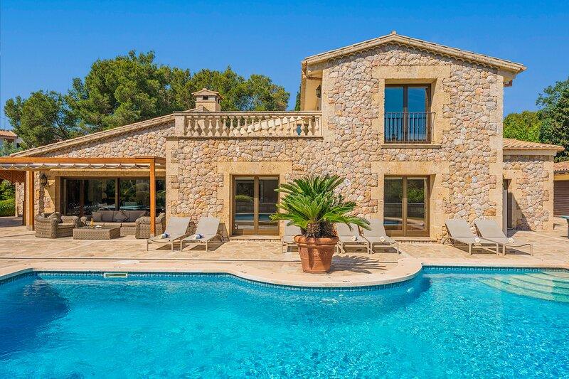 Casa del Pinaret. Luxury beach villa in Puerto Pollensa. 6 bedrooms 12 people., alquiler de vacaciones en Mallorca