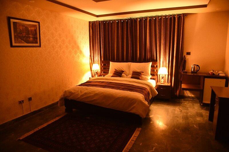 Comfortable Double Room near Margalla Hills, vacation rental in Islamabad Capital Territory