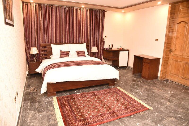 Tashreefaat Guest House - Opposite the Margalla Hills, vacation rental in Islamabad Capital Territory