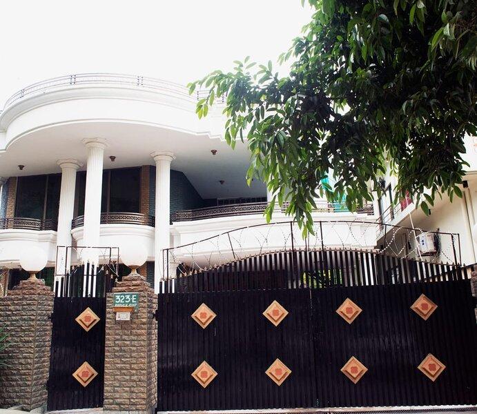 Tashreefaat Guest House - Islamabad Center, vacation rental in Islamabad Capital Territory