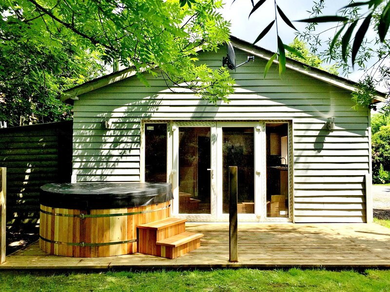 Tynewydd Bach Holiday Lodge in Penybont, location de vacances à Crossgates