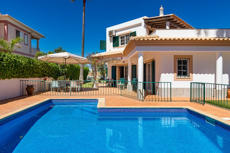 With a fenced and gated private swimming pool, Villa Nox is perfect for families, holiday rental in Areias de Sao Joao