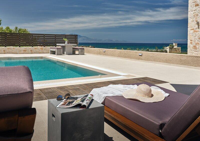 Zante Zen, La Lune Sea Side Villa, location de vacances à Drosia