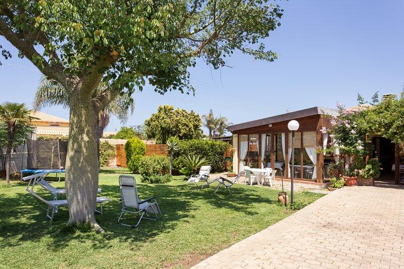 Villa on Natural Reserve w/ Pool - Walk to beach - Netflix, Wifi, holiday rental in Plemmirio