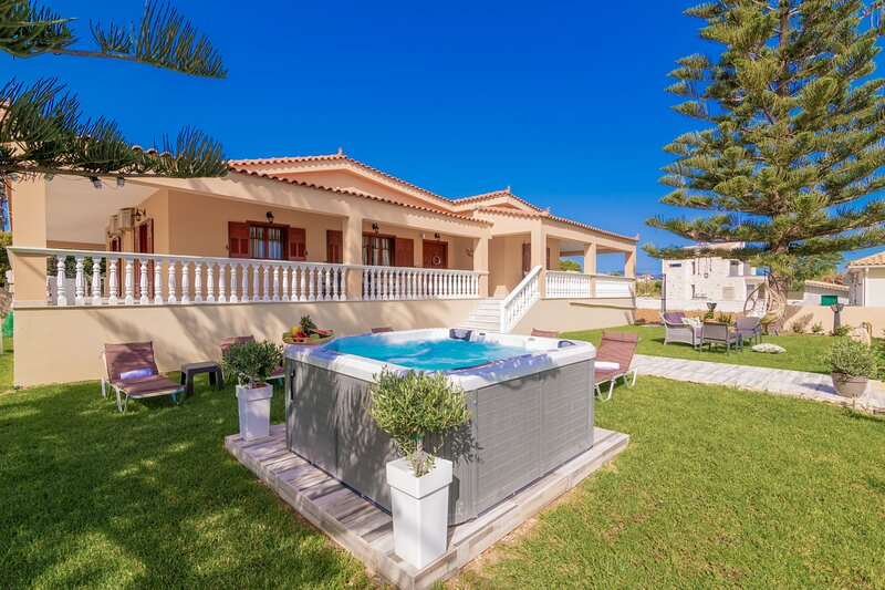 Sea Elegance Villa, location de vacances à Meso Gerakari