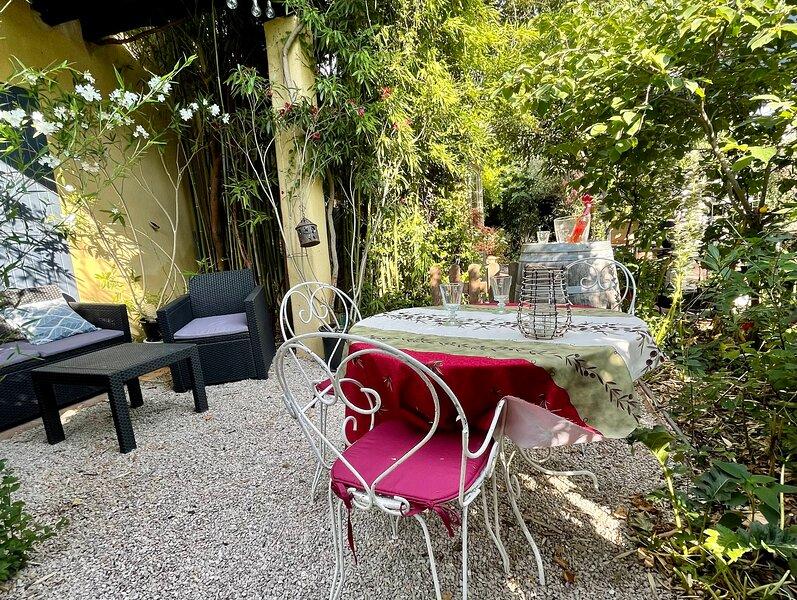 CHAMBRE ET TERRASSE  DANS UN ÉCRIN DE VERDURE, aluguéis de temporada em Aix-en-Provence