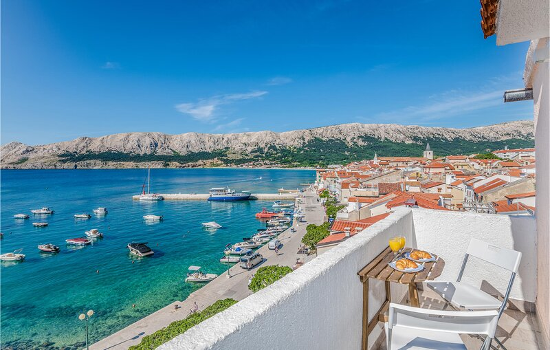 Awesome home in Baska with WiFi and 2 Bedrooms (CKK898), location de vacances à Jurandvor
