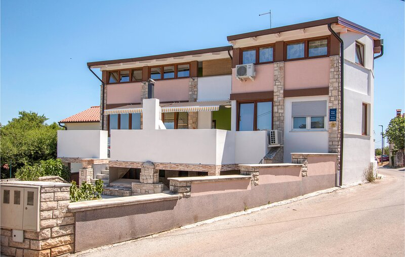 Nice home in Sikici with WiFi and 2 Bedrooms (CIP517), holiday rental in Skatari