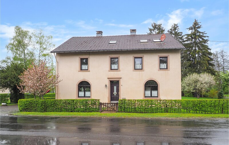 Amazing home in Lünebach with Sauna, WiFi and 7 Bedrooms (DEI112), casa vacanza a Lutzkampen