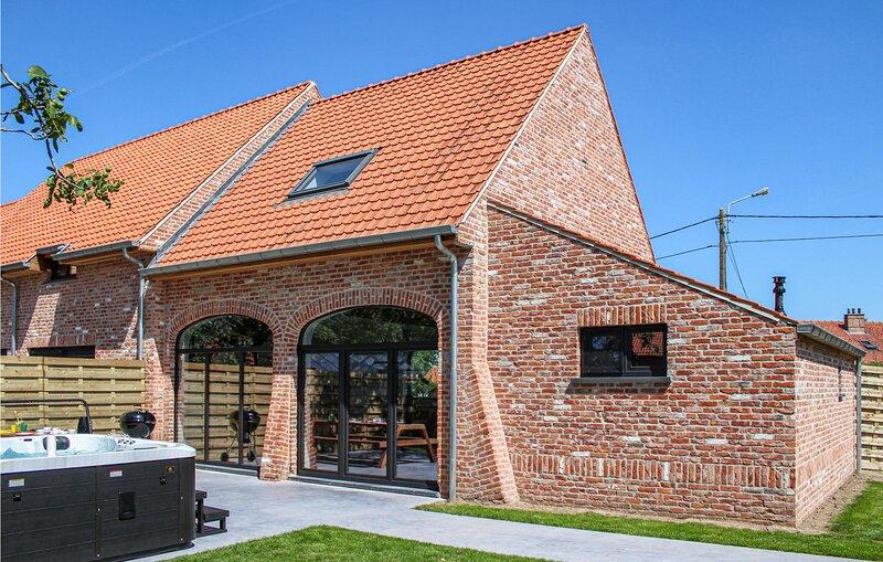 Beautiful home in Diksmuide with Jacuzzi, WiFi and 3 Bedrooms (BVA154), alquiler de vacaciones en Roeselare