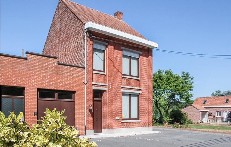 Nice home in Zonnebeke with WiFi and 5 Bedrooms (BVA158), alquiler de vacaciones en Roeselare