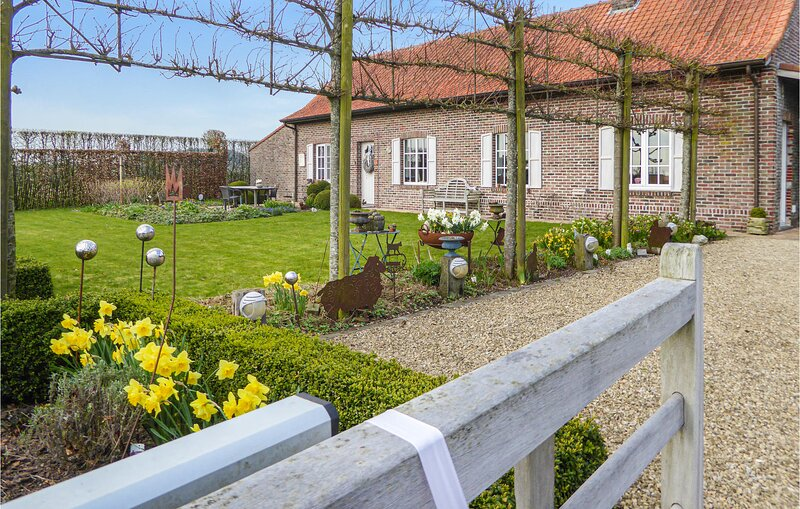Awesome home in Kemmel with WiFi and 3 Bedrooms (BVA172), location de vacances à Sailly sur la Lys
