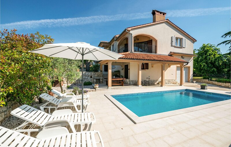 Stunning home in Labin with WiFi and 3 Bedrooms (CIK064), holiday rental in Kunj