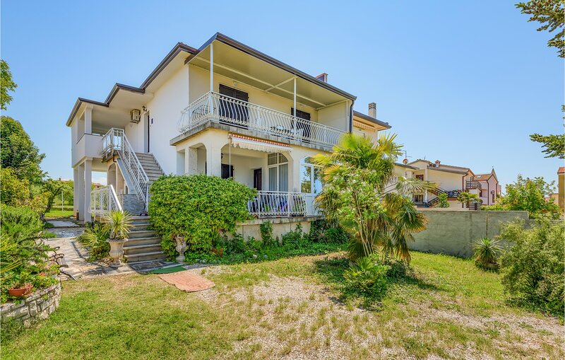 Amazing home in Umag with 3 Bedrooms (CIU386), holiday rental in Lovrecica