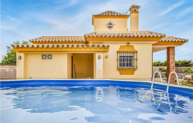 Amazing home in Conil de la Frontera with Outdoor swimming pool, WiFi and 2 Bedr, holiday rental in Barrio Nuevo