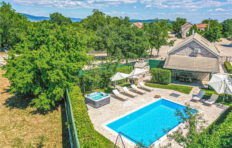 Beautiful home in Glavina Gornja with WiFi and 2 Bedrooms (CDT885), location de vacances à Posusje