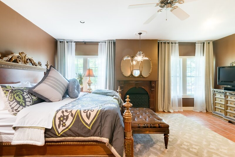 Relax in a Comfortable and Elegant Villa in Hill Country, vacation rental in Buda