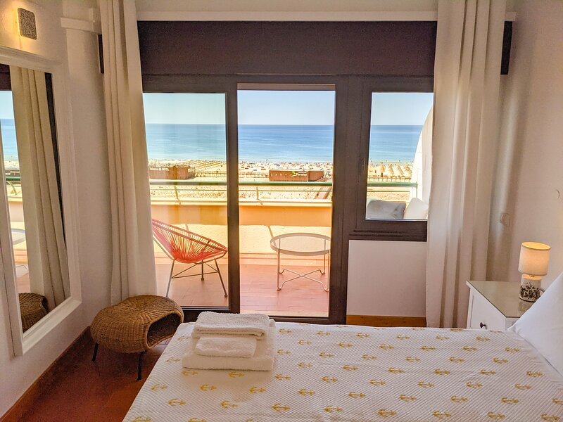 1-Bed Apt OCEAN: Seasun Vacation Rentals (discount for stays +28 nights), holiday rental in Monte Gordo