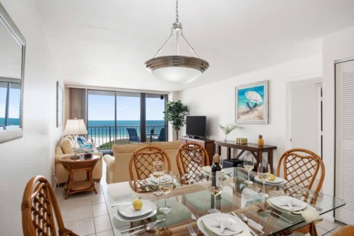 New! Updated w/Stunning Southern Beach Views; Resort Amenities w/Wifi & Beach Ge, location de vacances à Île de Marco