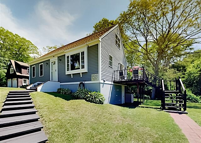 Boothbay Harbor Home with Water Views | Near Dining & Whale Watching, alquiler de vacaciones en East Boothbay