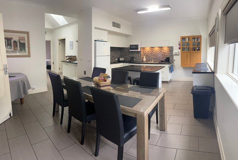 Austral Place 88 via Merri River on Great Ocean Road Warrnambool (New Listing), location de vacances à Koroit