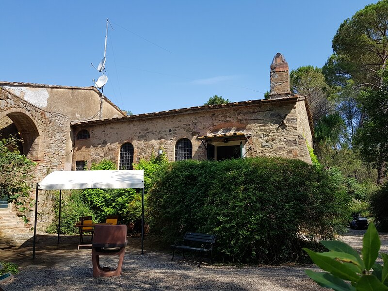 Folletto apartment in the shadow of a 1600 aqueduct in the heart of Maremma, location de vacances à Bagno Roselle