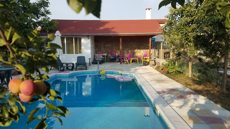 Marinka House, Traditional Village House., casa vacanza a Burgas