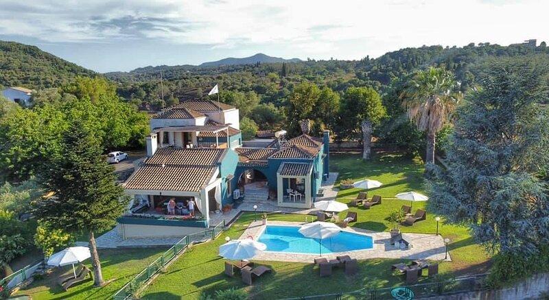 Elvis Estate Corfu 16p, extraordinary, luxury groups villa 10+6p., location de vacances à Poulades