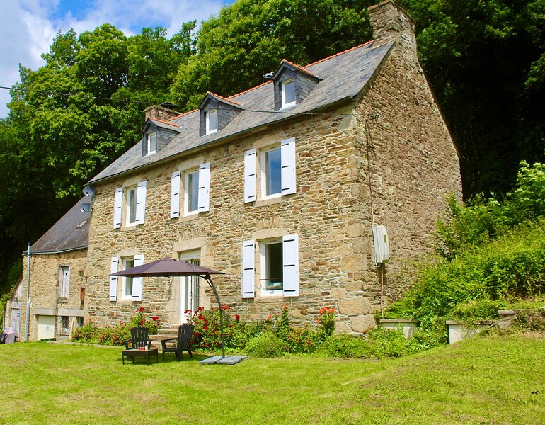 Charming 5 bed rural house to let in Brittany., holiday rental in Merdrignac