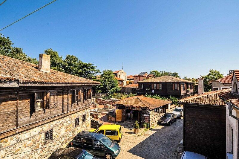 Gorgeous Suite In The Heart Of Old Town, alquiler de vacaciones en Sozopol