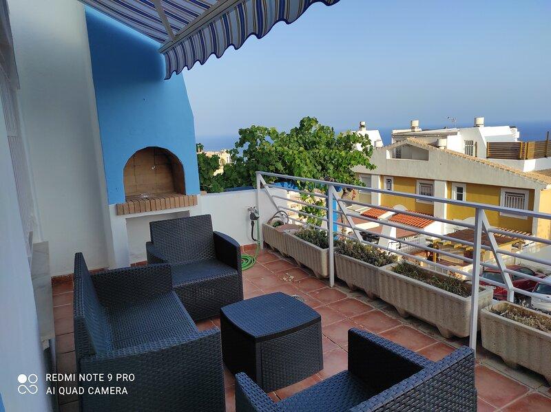 Chalet adosado con vistas al mar en Aguadulce roquetas de mar, holiday rental in Aguadulce