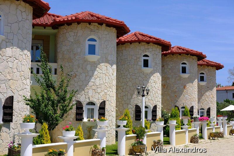 Villa & Apartmens Alexandros, holiday rental in Kassandrino