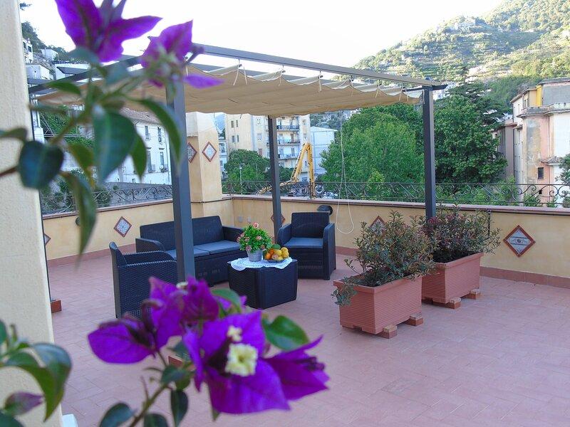 Stella Maris Holidays spazioso appartamento a 200 metri dalla spiaggia di Maiori, location de vacances à Maiori