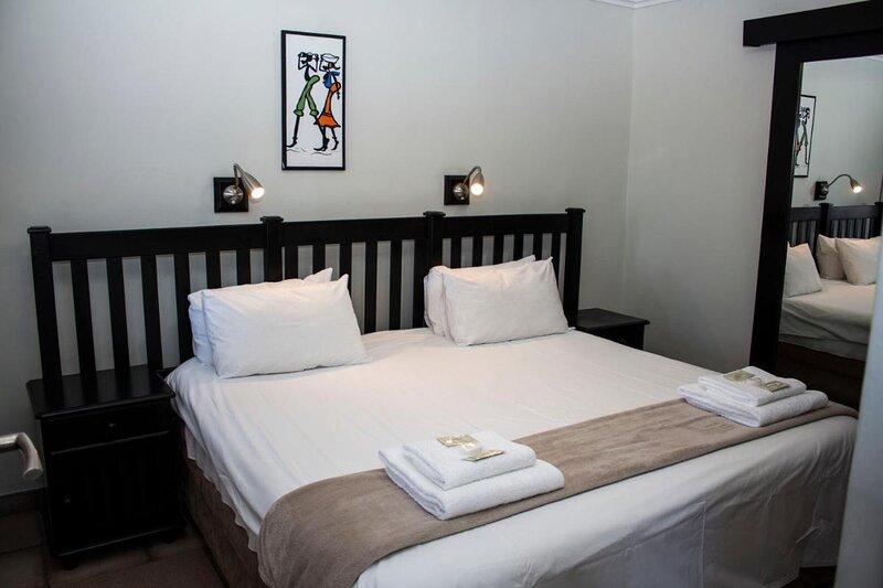 Towers Lodge - double room with disability access, holiday rental in Boksburg