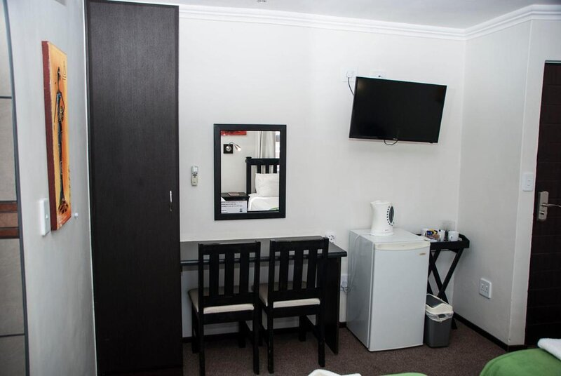 Towers Lodge - double room for two persons, holiday rental in Boksburg