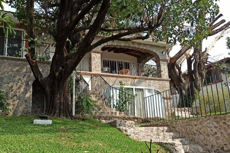 Vila Zasu - Stunning House in Tres de Mayo, holiday rental in Tequesquitengo