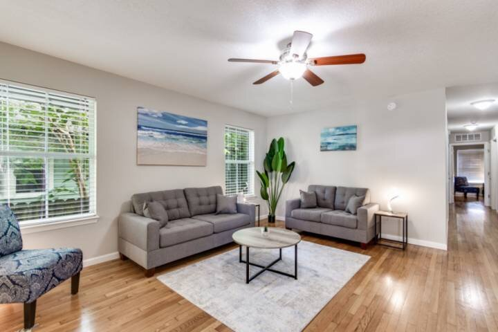 New Listing - Welcome to Riverside & the CoRK Arts District!  WIFI, Close to Dow, holiday rental in Orange Park