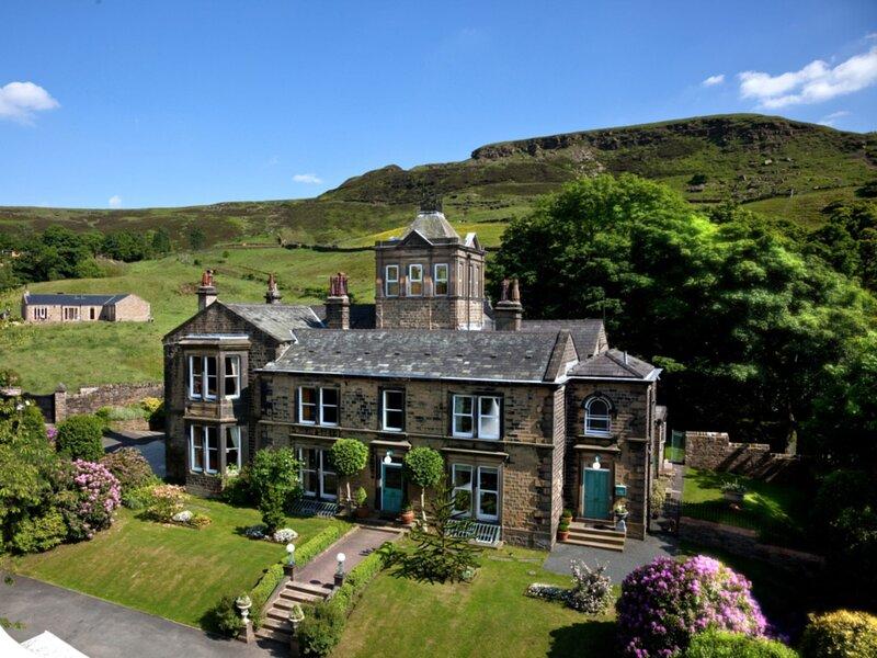 Ensuite Guest Room with own entrance, location de vacances à Huddersfield